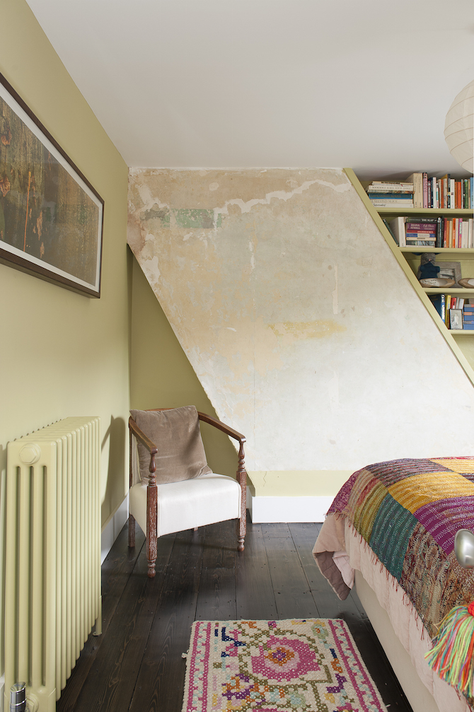recycled wallpaper, artist room, upcycling home decor